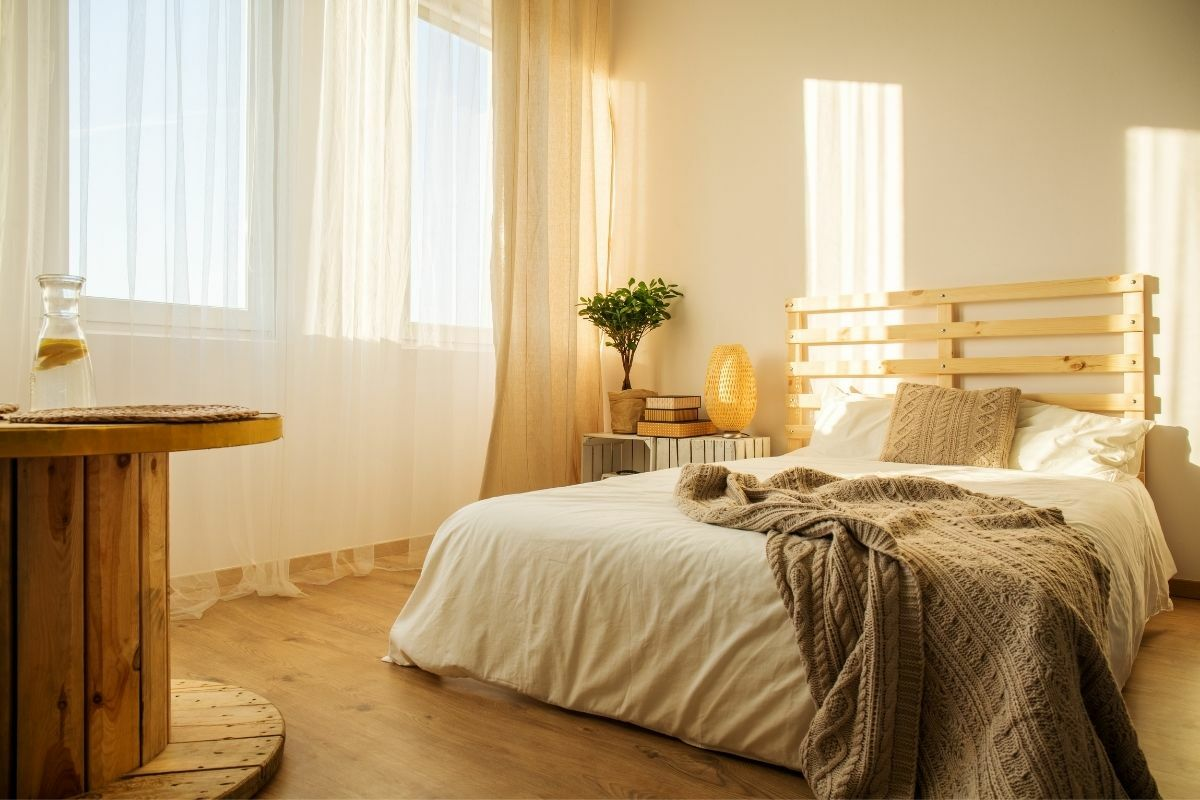 Bézs színű hálószoba