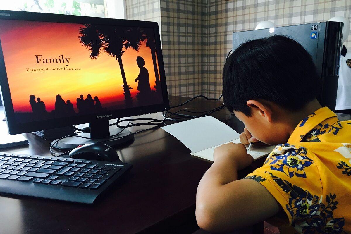 gyerek a neten