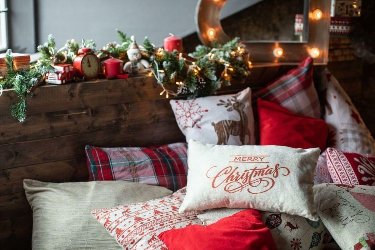 Sok karácsonyi díszpárna