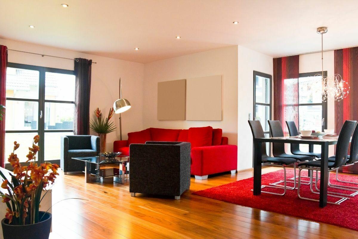 Piros-fekete színű nappali és étkező