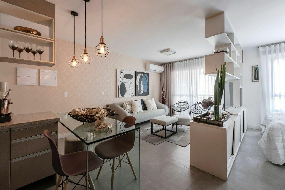 Gyönyörű homok és barna színű panel lakás