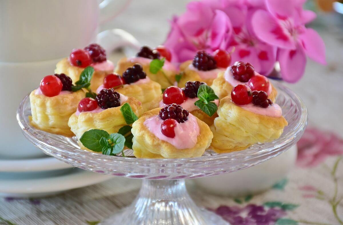 Gyümölcsös süti tortatálon
