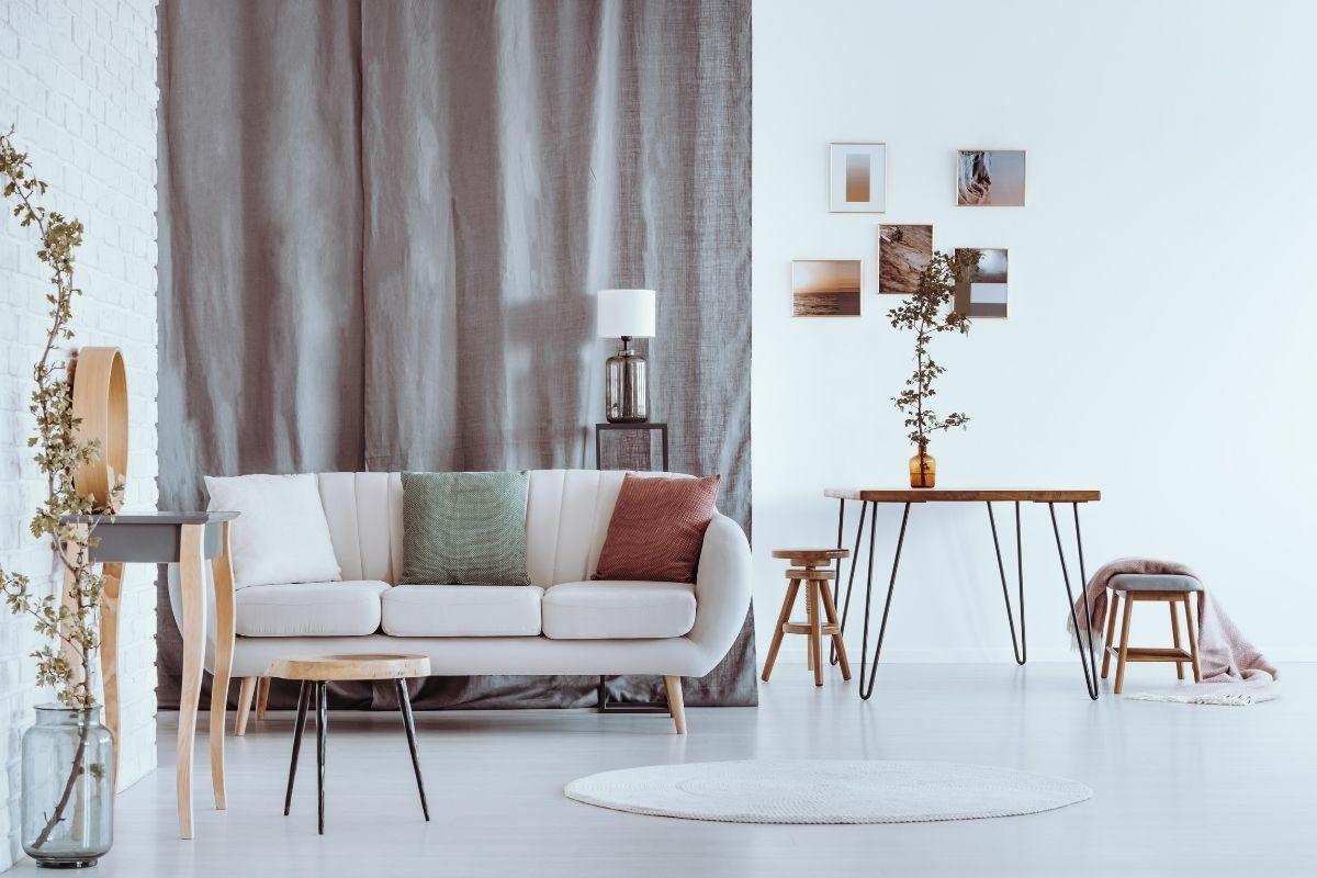 Modern nappali taupe színben