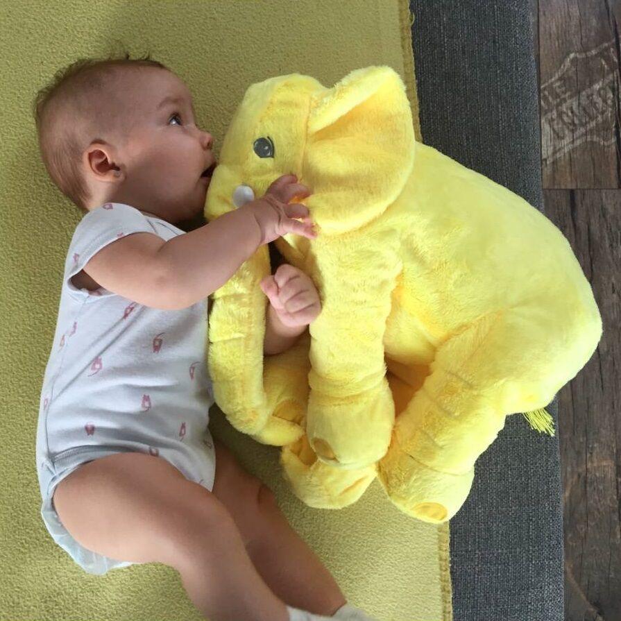 Sárga színű elefánt párna Zorkával