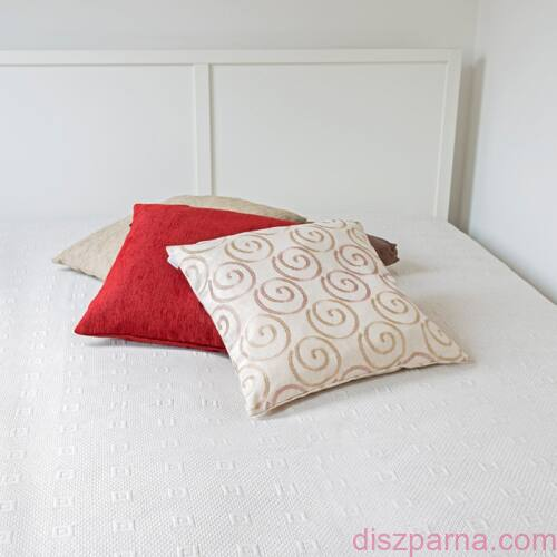 Lara ágytakaró
