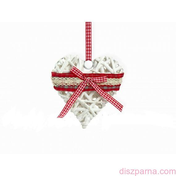 Fonott szív dekoráció csipkével